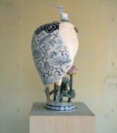 backside  painting blue&white  pot/white heron